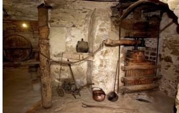 Premsa, botes i eines antigues